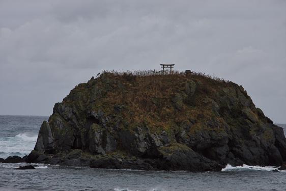 鳥居の立つ島
